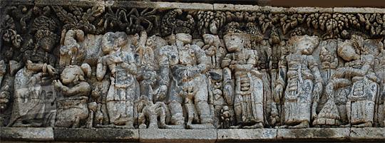 relief kisah sudamala yang menampilkan tokoh pandawa bersaudara di candi tegowangi