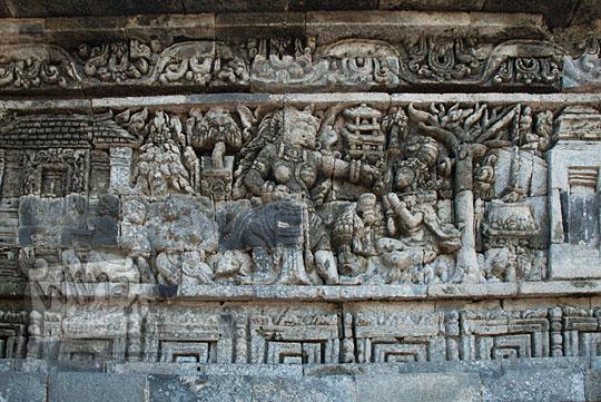 relief kisah sudamala yang menampilkan tokoh durga ra nini di candi tegowangi
