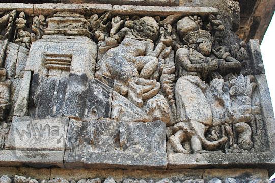 relief kisah sudamala yang menampilkan tokoh kalika merasuki kunti di candi tegowangi
