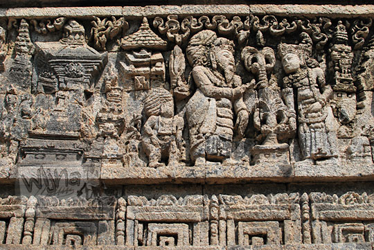 relief kisah sudamala yang menampilkan tokoh nakula menemui bagawan tambapetra di candi tegowangi