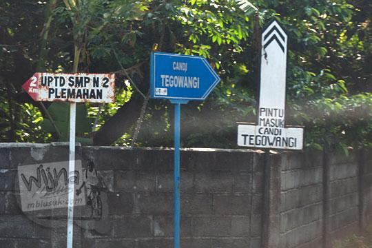 bentuk dan lokasi papan arah masuk kawasan candi tegowangi di Kediri Jawa Timur pada zaman dulu September 2016