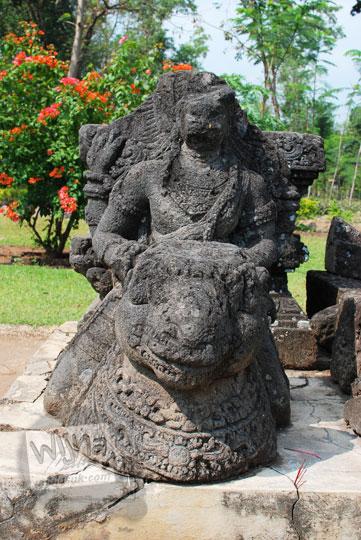 arca parwati ardhanari di candi tegowangi di Kediri Jawa Timur pada zaman dulu September 2016