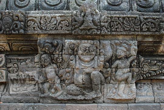 relief gana di dinding kaki candi tegowangi di Kediri Jawa Timur pada zaman dulu September 2016