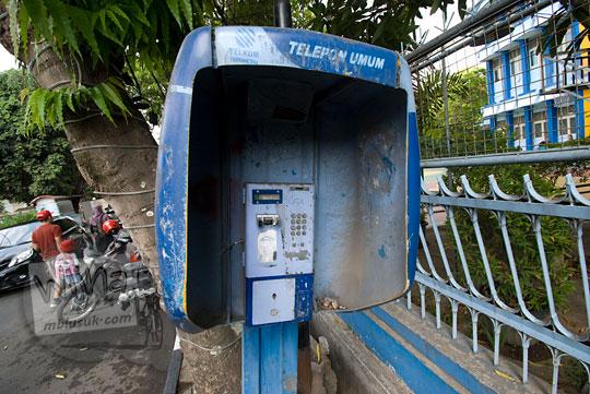 salah satu telepon umum di kota yogyakarta yang sudah tidak terawat