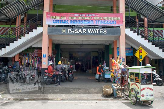 pintu masuk utama pasar wates kulon progo yogyakarta pada zaman dulu Desember 2016