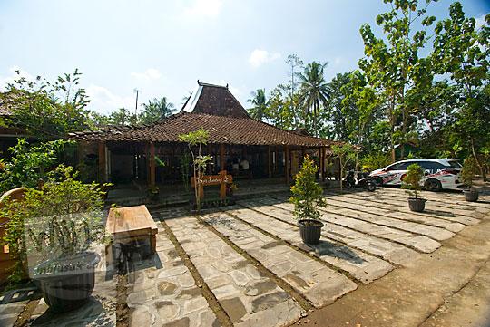 area parkir rumah makan kopi kenteng di kecamatan nanggulan kulonprogo yogyakarta