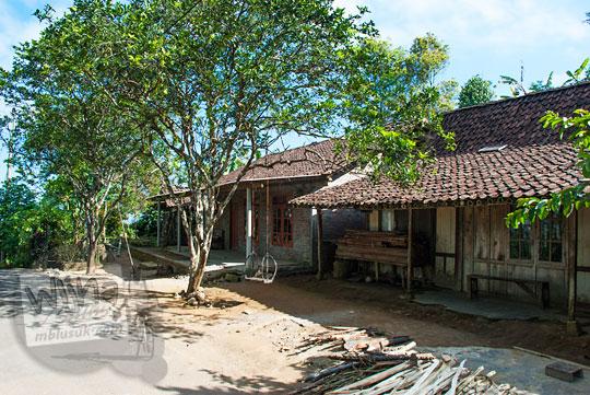 suasana pemandangan rumah warga desa di puncak suroloyo samigaluh kulon progo pada zaman dulu Mei 2017
