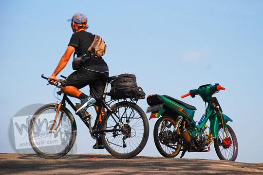 perbandingan hemat sepeda dan motor