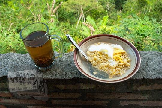 teh hangat indomie rebus telur warung puncak suroloyo