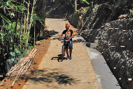 foto jalan kampung menuju curug watu jengger samigaluh kulon progo yogyakarta