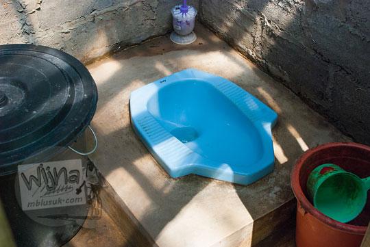 foto toilet bersih di lokasi wisata curug watu jengger samigaluh kulon progo yogyakarta