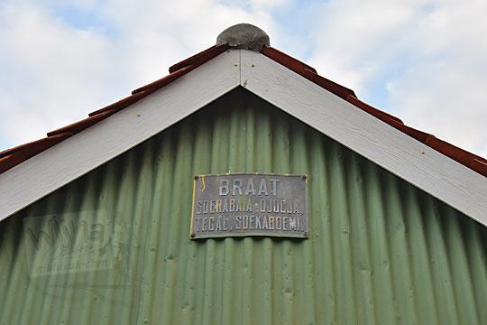 papan nama nv braat di atap pasar kenteng nanggulan pada zaman dulu agustus 2018