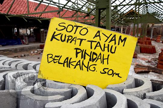 papan pindahnya warung soto ayam ketika pasar kenteng nanggulan direnovasi total pada zaman dulu agustus 2018