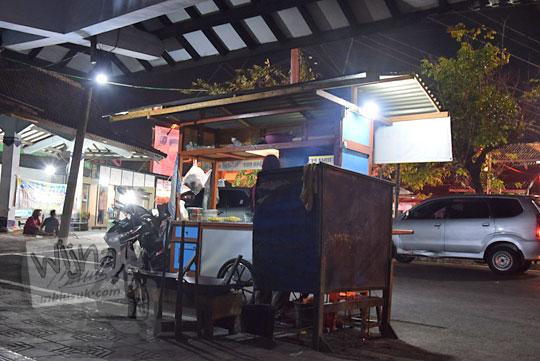 review kuliner warung nasi bakmi jawa bu cas di depan pintu masuk terminal wates