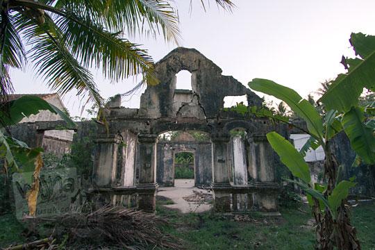 reruntuhan rumah tua belanda di dusun sewugalur kulon progo