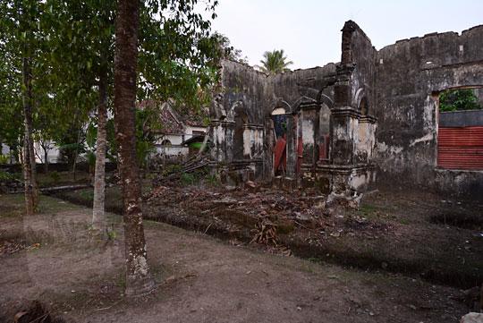 reruntuhan rumah pekerja pabrik gula sewugalur