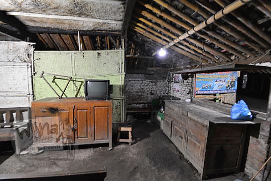 lemari kayu antik bakmi jog dhe mbabrik sewugalur