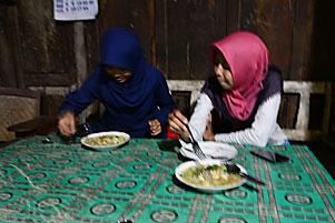 Makan Malam Bakmi Lethek Jog Dhe Mbabrik Sewugalur