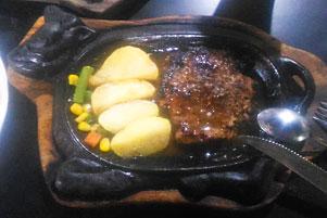 Jogja, Steak (Sapi), Bapak, dan Serpihan Kenangan