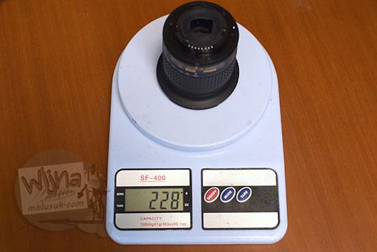 menimbang berat lensa wide nikon af-p 10-20 vr dx