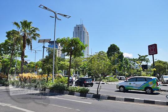 suasana jalan raya gubeng surabaya