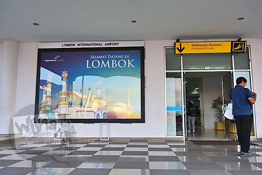 pintu kedatangan bandara internasional lombok