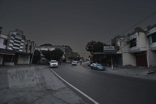 suasana jalan kota mataram