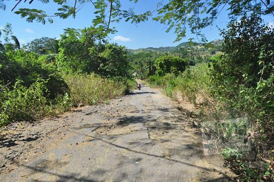 kondisi jalan rusak parah ke pantai mawi lombok