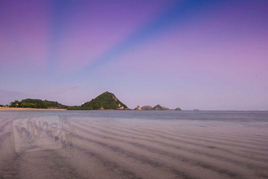 indahnya senja di pantai kuta lombok