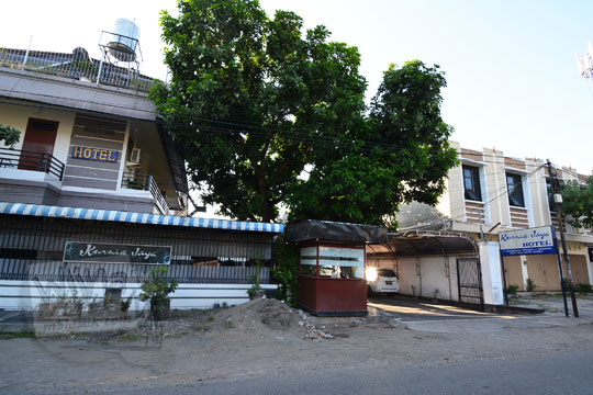 tampak luar bangunan hotel kurnia jaya di kota mataram lombok ntb