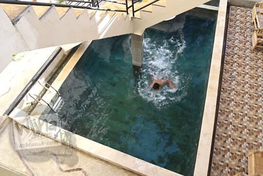 kolam renang hotel banyu urip honestay di kawasan pantai kuta lombok
