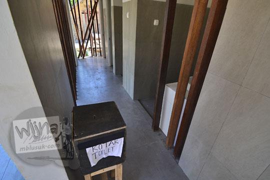 kotak sumbangan di toilet desa adat sade lombok