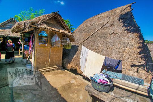 jemuran baju di desa adat sade lombok