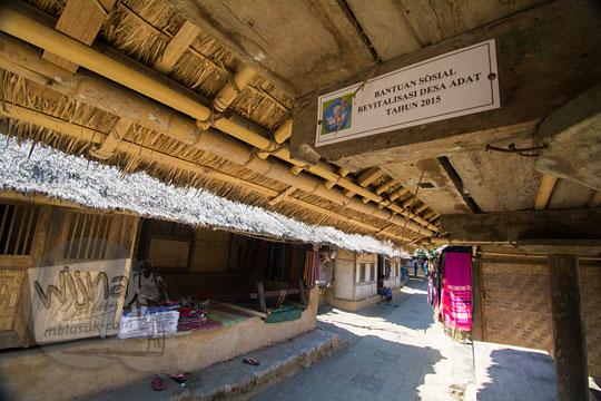 stiker bantuan miskin di desa adat sade lombok