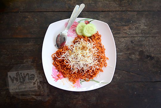 penampilan menu makanan mie hd goreng di warung widy hot delicious dusun plosokerep umbulharjo cangkringan