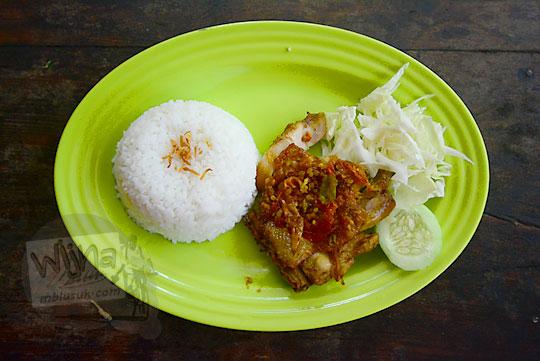 penampilan menu makanan ayam geprek di warung widy hot delicious dusun plosokerep umbulharjo cangkringan