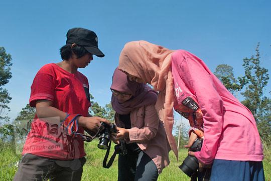 hunting foto dengan fotografer cewek di taman nasional gunung merapi yogyakarta