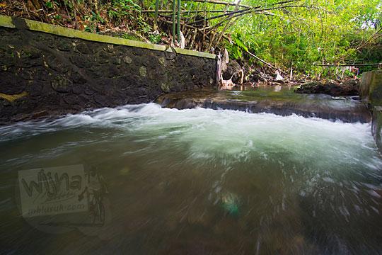 aliran air sungai situs ziarah petilasan bathok bolu purwomartani kalasan