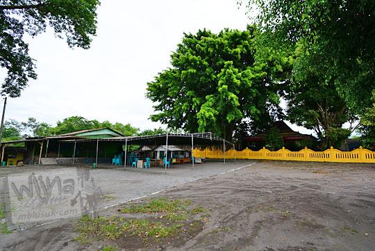 lapangan tenda panggung pengajian petilasan keraton gaib bathok bolu di dusun sambiroto purwomartani kalasan tahun 2018