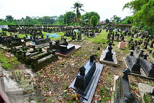 kuburan pemakaman tua leluhur petilasan keraton gaib bathok bolu di dusun sambiroto purwomartani kalasan tahun 2018