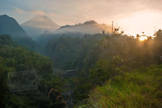 matahari terbit gunung merapi sleman