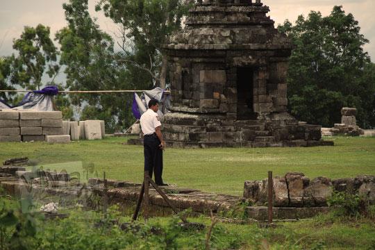 foto sosok satpam galak penjaga candi ijo pada zaman dulu tahun 2011