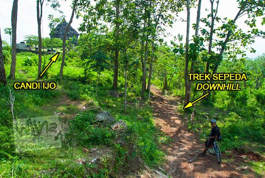 jalur trek sepeda downhill masuk hutan di belakang candi ijo, sambirejo, prambanan pada zaman dulu April 2017