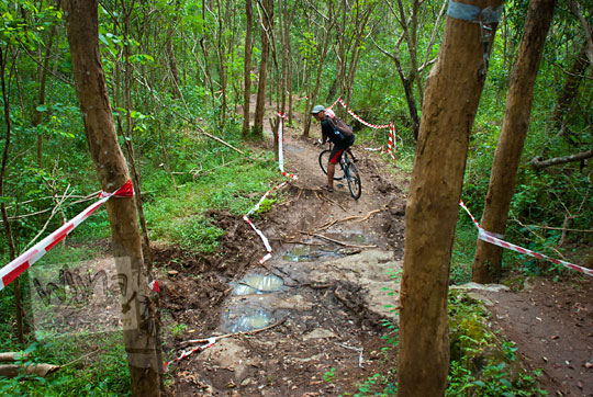 trek pohon sepeda downhill hutan candi ijo sambirejo prambanan yogyakarta pada zaman dulu April 2017