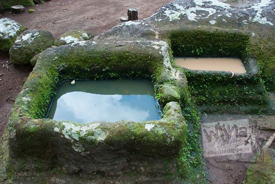 arca batu wadah air di situs sumur bandung sambirejo prambanan yogyakarta dekat candi ijo pada zaman dulu April 2017