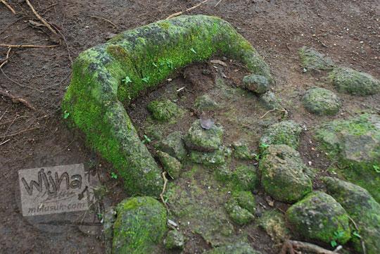 patung arca terkubur di situs sumur bandung sambirejo prambanan yogyakarta dekat candi ijo pada zaman dulu April 2017