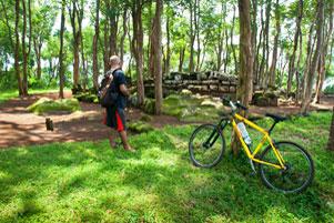Menerjang Trek Sepeda Downhill ke Situs Sumur Bandung