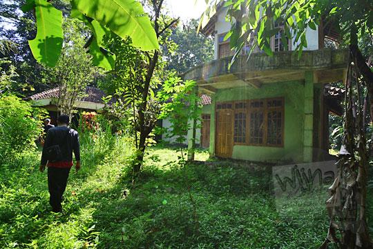 misteri angkernya rumah tua rusak di dalam hutan dusun nglepen sumberharjo prambanan