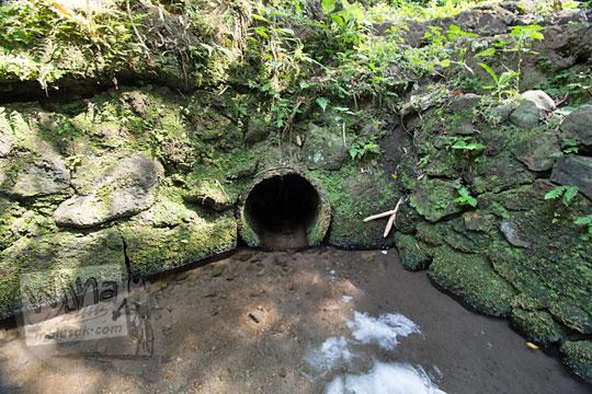 lubang keluar air di belik mata air segaran tirtomartani kalasan sleman