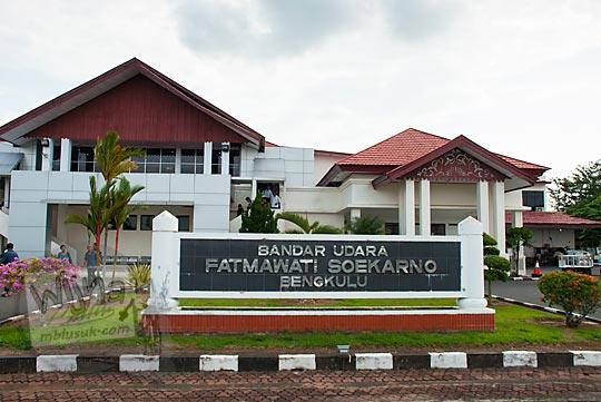papan nama bandara fatmawati bengkulu